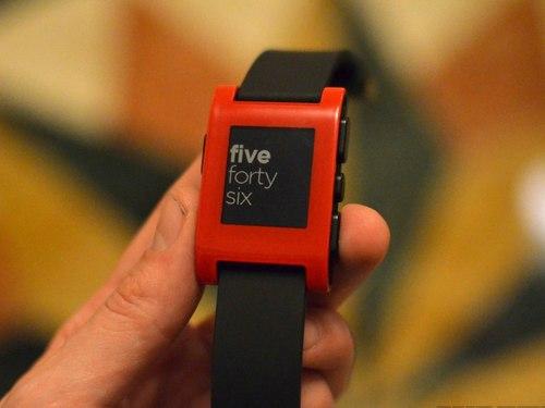 Cận cảnh đồng hồ thông minh Pebble tương thích cả iOS và Android 1