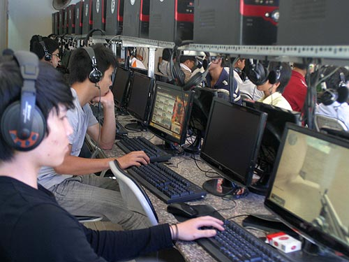 Để khách tự do truy cập web khiêu dâm, chủ quán net sẽ bị phạt nặng 1