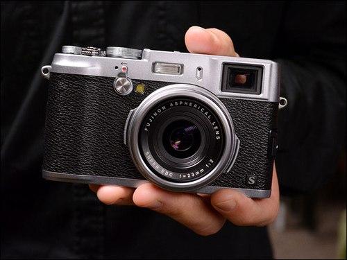 Fujifilm: Cảm biến X20 tốt hơn Sony RX100 1