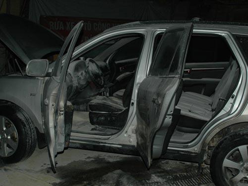 Hà Nội: Xe hơi tiền tỉ bốc cháy ở cây xăng 1