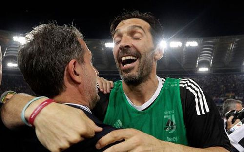 Thủ môn huyền thoại Buffon chính thức rời Juventus