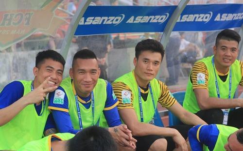 FLC Thanh Hóa giải cơn khát chiến thắng trong ngày Bùi Tiến Dũng vẫn ngồi ngoài
