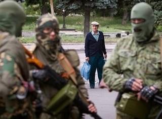 """Truy tìm """"bên thứ ba"""" bí ẩn tham chiến tại miền Đông Ukraine"""