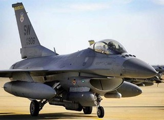 Mỹ dừng bay gần 100 chiến đấu cơ F-16