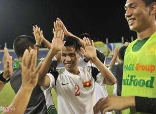 """Nụ cười U19 Việt Nam sau pha """"chặt chém"""" của Thái Lan"""