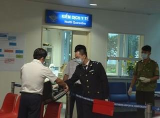 Người Việt Nam từ 'tâm bão Ebola' về TP.HCM có biểu hiện sốt