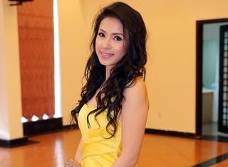 Việt Trinh xinh đẹp tái xuất showbiz