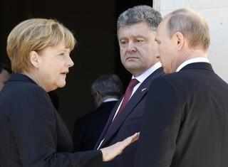 """Tổng thống Ukraine đem """"quân đội mạnh"""" ra doạ Putin"""