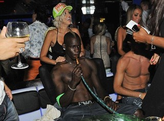Ngựa chứng Balotelli chỉ muốn sống gần tụ điểm ăn chơi nhảy múa