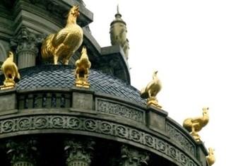 Tòa nhà có nóc gắn 6 con gà dát vàng cùa đại gia Cầu Giấy