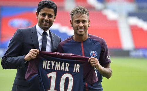 Bị sờ gáy sau vụ Neymar, PSG cuống cuồng