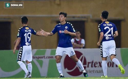 """Quang Hải """"vẽ cầu vồng"""" ở Hàng Đẫy, Hà Nội FC tạo kỷ lục vô tiền khoáng hậu tại V.League"""