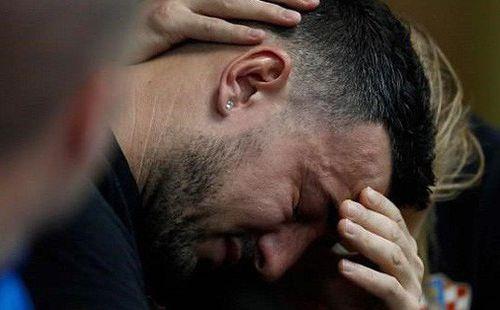 Người hùng tuyển Croatia bật khóc khi nhắc về người bạn xấu số