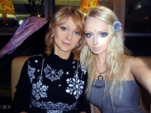 Gặp gia đình búp bê sống Valeria Lukyanova 2