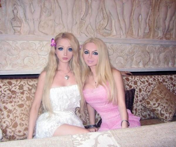 Gặp gia đình búp bê sống Valeria Lukyanova 14