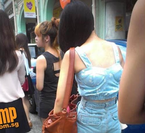 Choáng với những bộ trang phục ra phố của các người đẹp 9