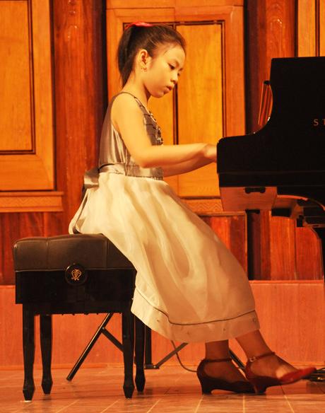 Chuyện kể về cô bé 10 tuổi đạt giải vàng piano 2