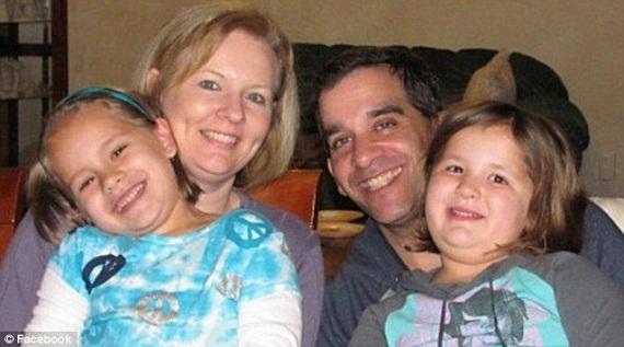 2 anh em cưới 2 chị em gái song sinh, đẻ con song sinh 8