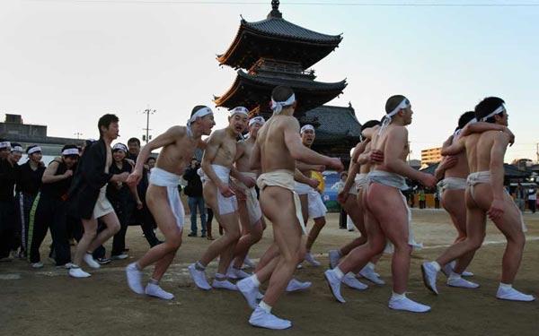 """Cận cảnh lễ hội """"khỏa thân"""" ở Nhật Bản 12"""