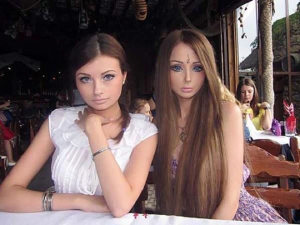 Gặp gia đình búp bê sống Valeria Lukyanova 7