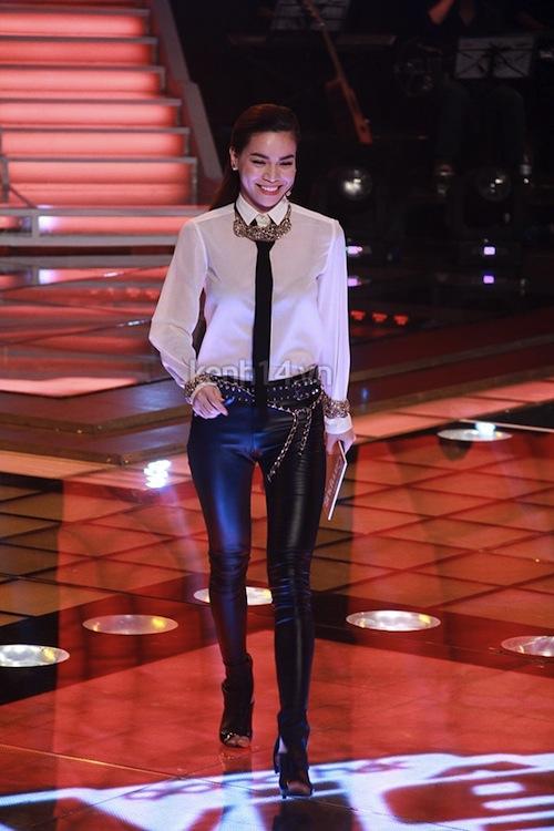"""Ngắm vẻ đẹp qua năm tháng của 4 """"nữ hoàng"""" showbiz Việt 45"""
