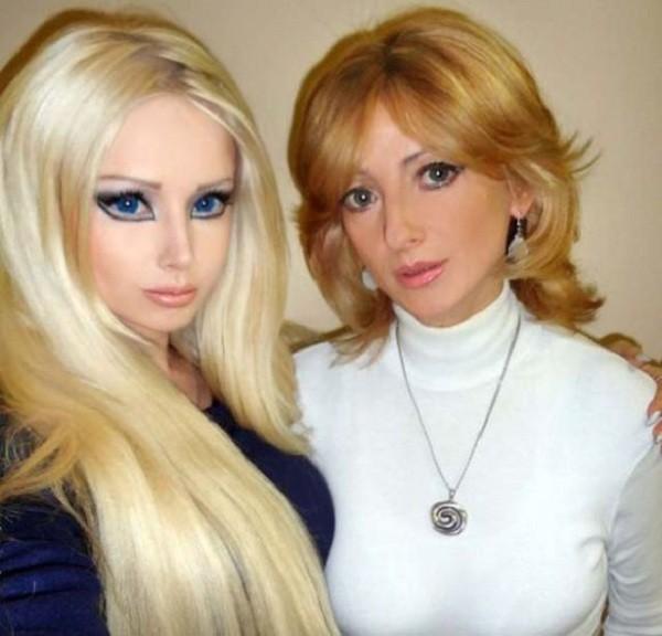 Gặp gia đình búp bê sống Valeria Lukyanova 4