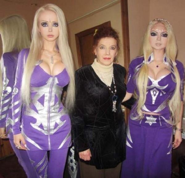 Gặp gia đình búp bê sống Valeria Lukyanova 12