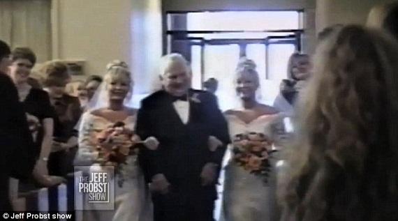 2 anh em cưới 2 chị em gái song sinh, đẻ con song sinh 3