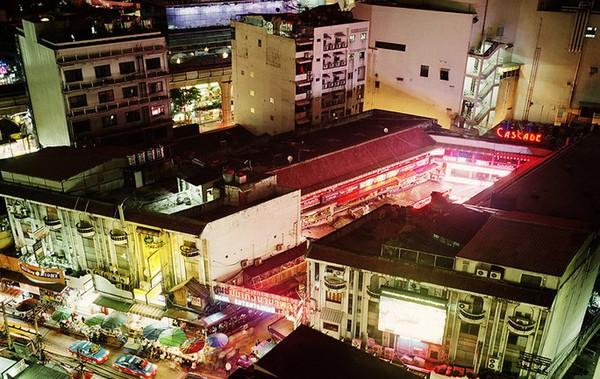 """Cuộc sống của những """"cô gái nhảy chuyển giới"""" ở Thái Lan 2"""