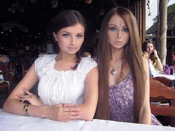Gặp gia đình búp bê sống Valeria Lukyanova 8