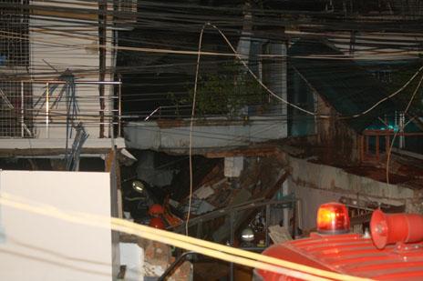 Ảnh và video hiện trường vụ nổ sập 4 nhà ở tpHCM