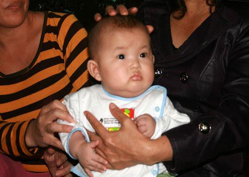 Thực hư cháu bé 3 tháng tuổi biết nói ở Quảng Nam