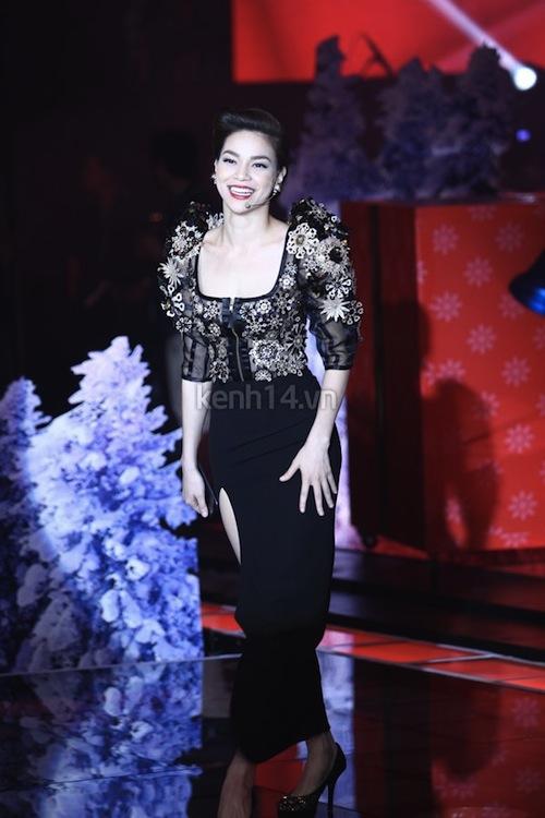 """Ngắm vẻ đẹp qua năm tháng của 4 """"nữ hoàng"""" showbiz Việt 46"""