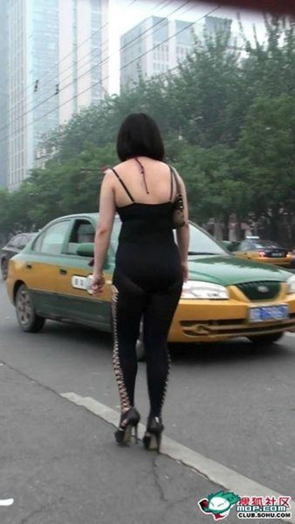 Choáng với những bộ trang phục ra phố của các người đẹp 13