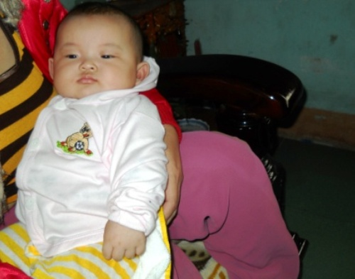 Bé gái 3 tháng tuổi biết nói
