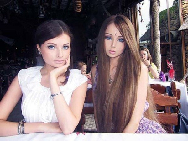 Gặp gia đình búp bê sống Valeria Lukyanova 9
