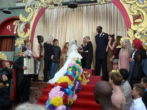 Đám cưới lạ lùng của cặp đôi tí hon 2