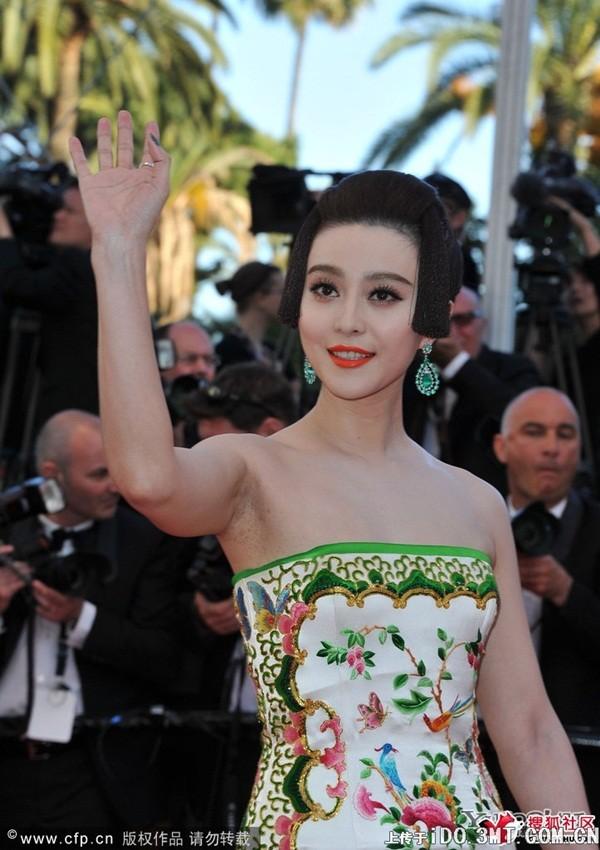 """Phạm Băng Băng """"lộ"""" sẹo dao kéo & dấu hiệu tuổi tác trên thảm đỏ Oscar 12"""