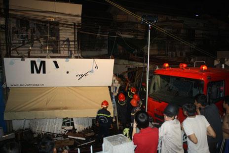 Nổ kinh hoàng trong đêm, 3 căn nhà đổ sập, nhiều người mắc kẹt 7
