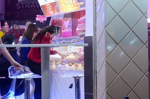 Angela Phương Trinh lái xế hộp 2 tỷ mới tậu đi ăn kem 12