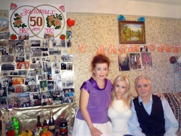 Gặp gia đình búp bê sống Valeria Lukyanova 11