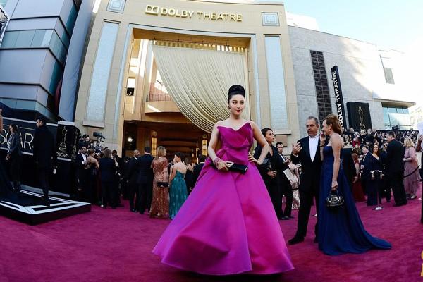 """Phạm Băng Băng """"lộ"""" sẹo dao kéo & dấu hiệu tuổi tác trên thảm đỏ Oscar 1"""