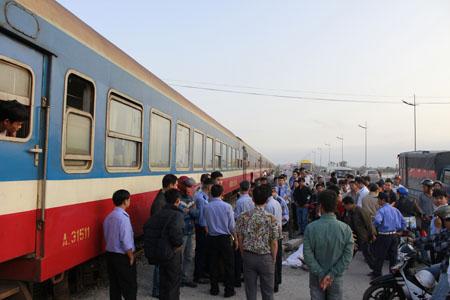 Hà Nội: Tai nạn tàu hỏa, một phụ nữ trẻ chết thảm 1