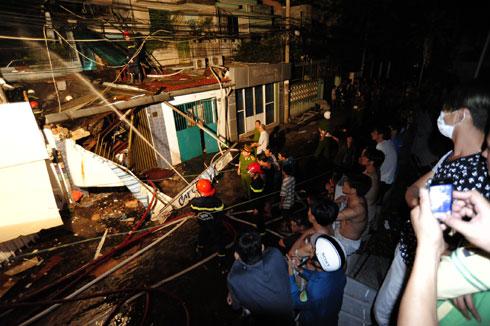 Vụ nổ ở TP.HCM: Tìm thấy 5 thi thể, nhiều người vẫn mắc kẹt 1