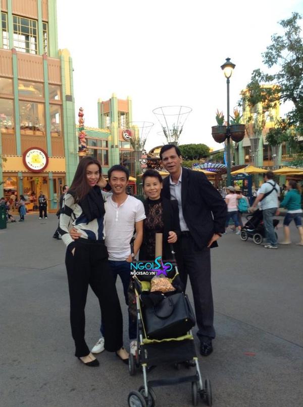Lộ loạt ảnh Subeo cùng bố mẹ vui chơi tại Mỹ 4