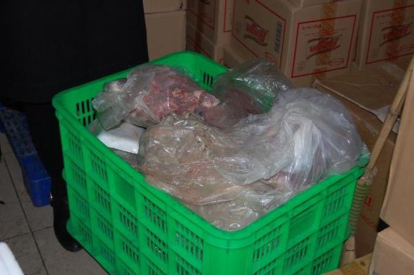 Ghê người thịt thối rữa tại siêu thị ở Hà Nội 2