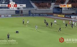 VAR lột trần hành vi ăn gian của thủ môn Thái Lan đúng phút 90+4