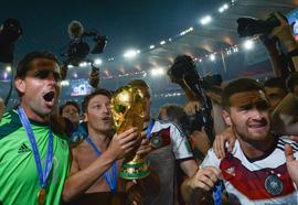 Những cột mốc đáng nhớ trong màu áo tuyển Đức của tiền vệ Mesut Oezil