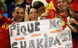 Fan Tây Ban Nha la ó, ủng hộ Shakira bỏ Pique