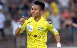 """""""Ronaldo Việt Nam"""" tỏa sáng, SLNA hạ gục HAGL ngay tại Pleiku"""